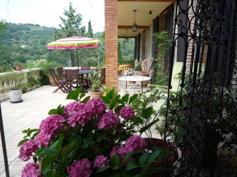 Terrace La Glycine