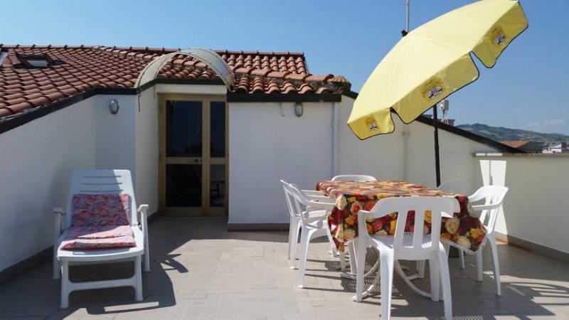 Villa Oleandro Girasole, holiday rental in Nereto