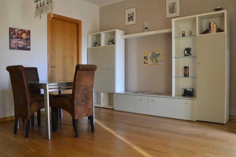 Appartamento vicino al Centro Chirurgico Toscano, holiday rental in Tregozzano