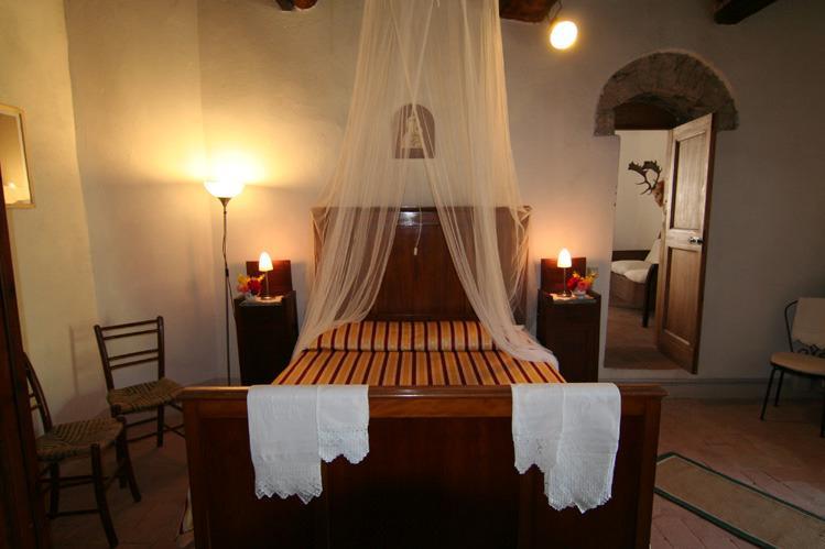 The kingbedroom .