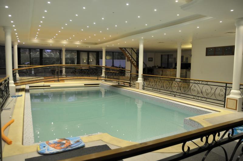 la piscine chauffée du loft