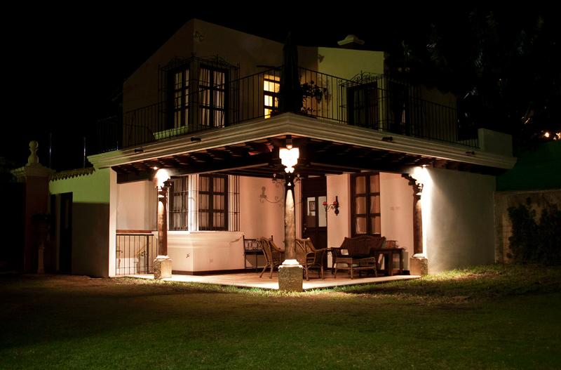 Villa Santa Ana - Night View