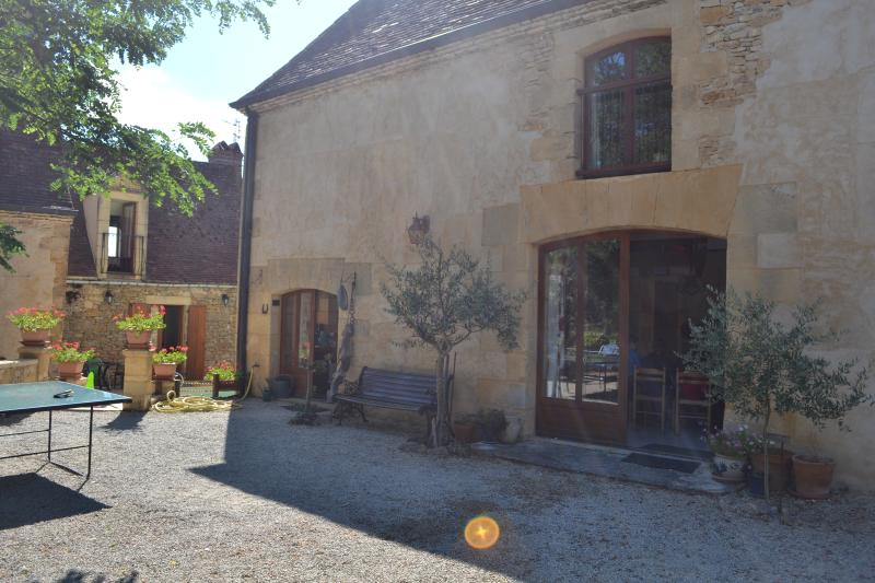 Traditional Converted Barn, Cottage and Small House in Beynac, vacation rental in Castels