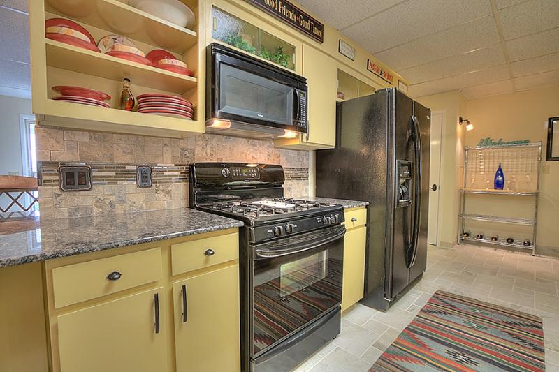 Stove, refrigerator w/ ice-maker, microwave, wine chiller