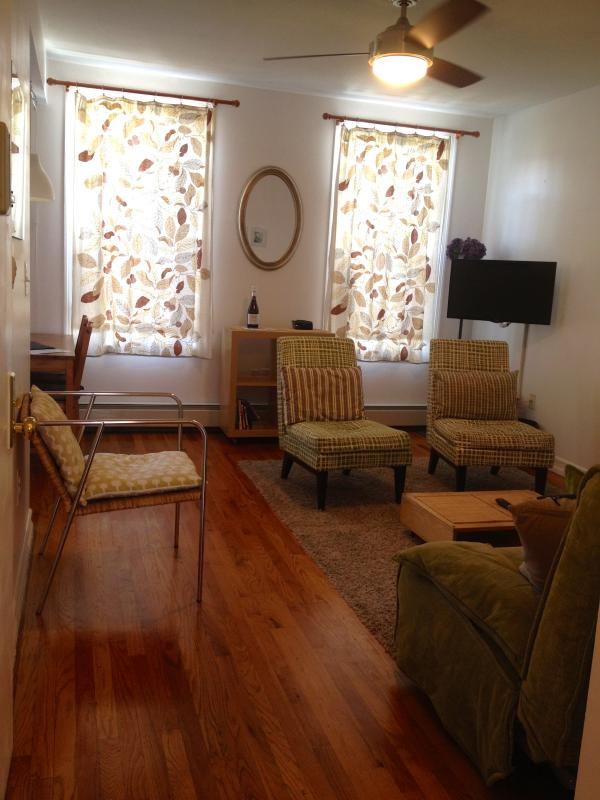 Large spacious sitting room