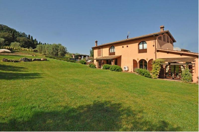 Villa with Private Pool and Easy Train Access to Florence - Villa Empoli – semesterbostad i Empoli