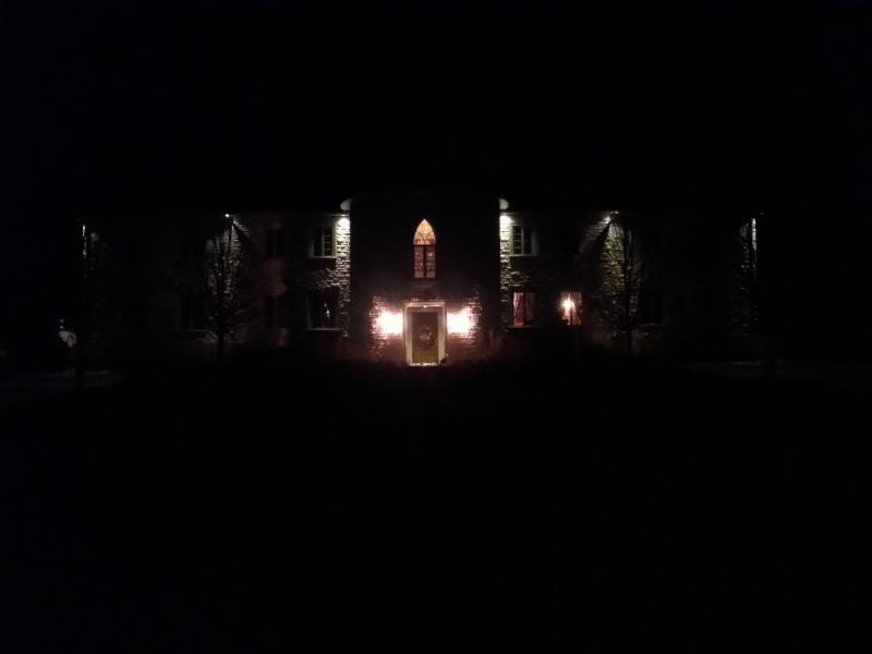 vista de noche de entrada entrada