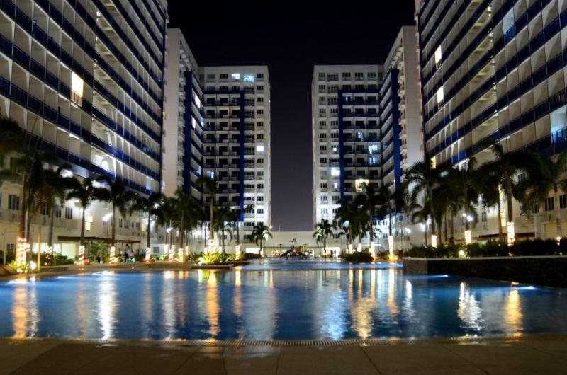 Sm mall of Asia Condo with balcony wifi*&cable Inc, vacation rental in Pasay