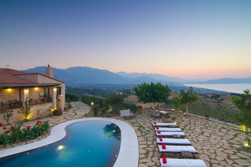 Alexis Water Front  Villa, Jacuzzi!, holiday rental in Kato Valsamonero