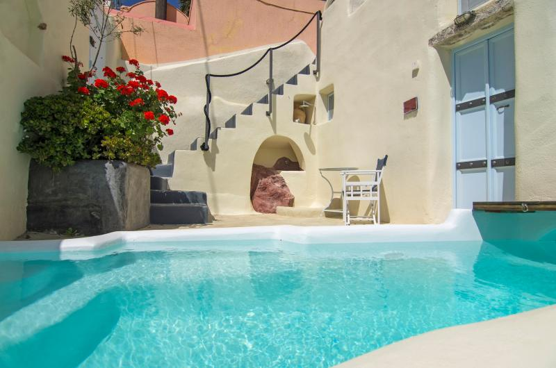 Timedrops Santorini Volcano Luxury villa, holiday rental in Kastoria Region