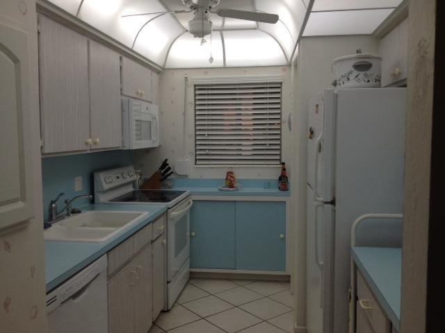 Cocina completa, lavavajillas, estufa, horno, microondas, refrigerador