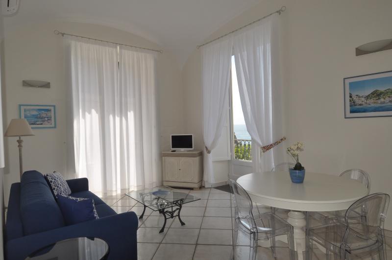 L'Ancora Amalfi Dreams - Sea front apartment, aluguéis de temporada em Minori