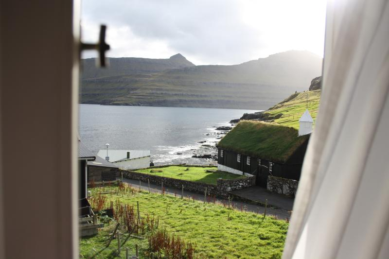 Faroe Islands Cottage by the Ocean, holiday rental in Klaksvik