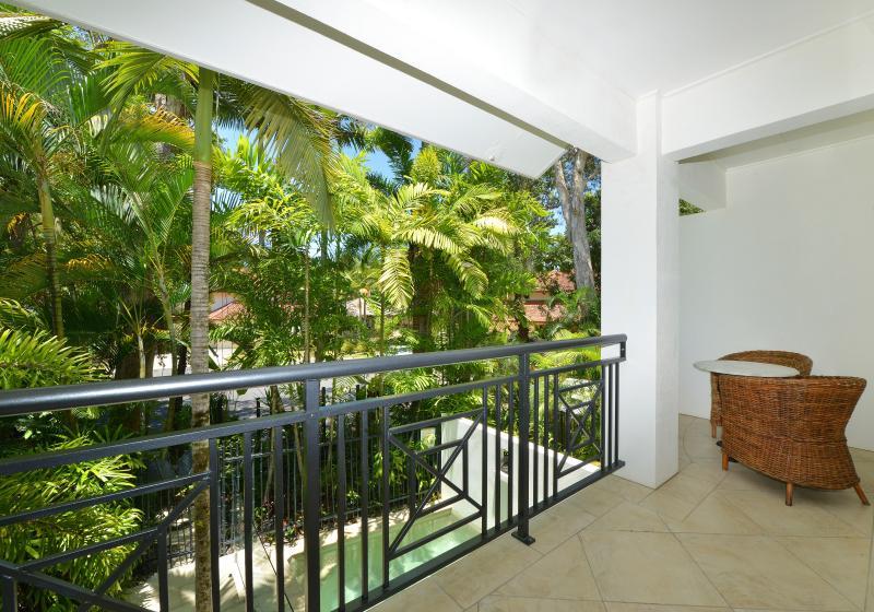 La perspective du lit principal et votre balcon privé.
