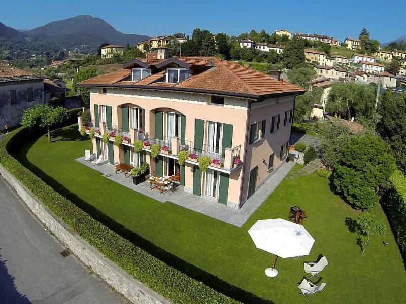 Villa dei Fiori - Luxury apt, Lake view and garden, vacation rental in Bellagio