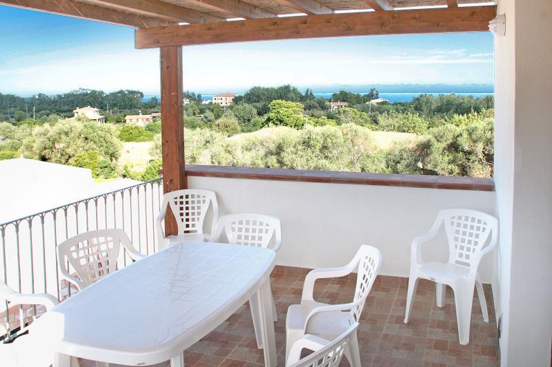 Appartamento con veranda vista mare, holiday rental in Bari Sardo