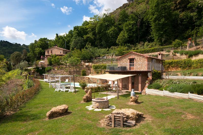 CasaMia Tuscan Country House with Pool and Jacuzzi, vacation rental in Volterra
