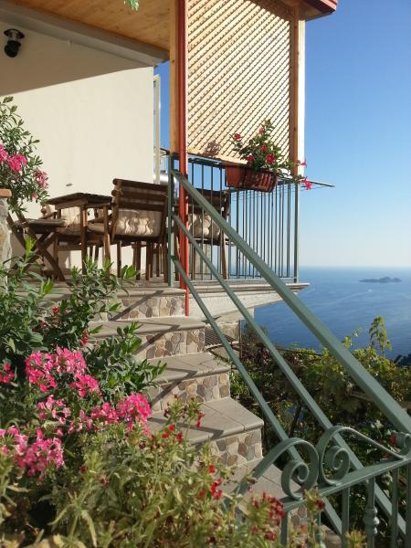 Beautiful house with parking space and seaview!!, vacation rental in Positano