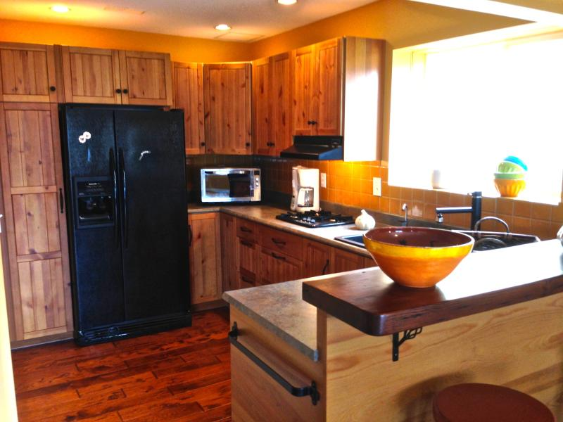 Fully equipped kitchen with all the appliances and condiments to make your own gourmet meals.