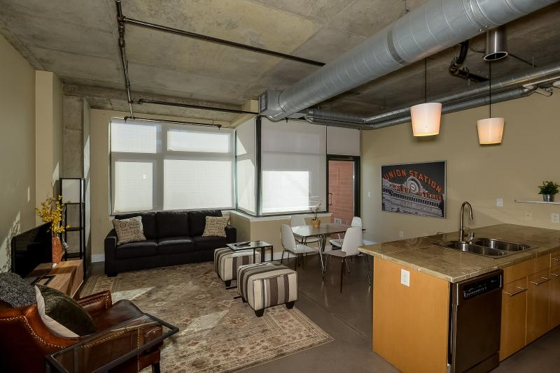 Riverfront Loft Urban Retreat, vacation rental in Denver