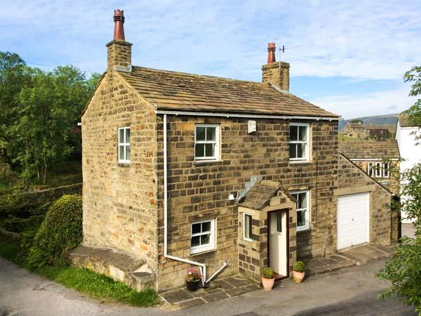 HOLME HOUSE COTTAGE, 17th century, stone-built, woodburner, parking, garden, in, holiday rental in Sutton-in-Craven