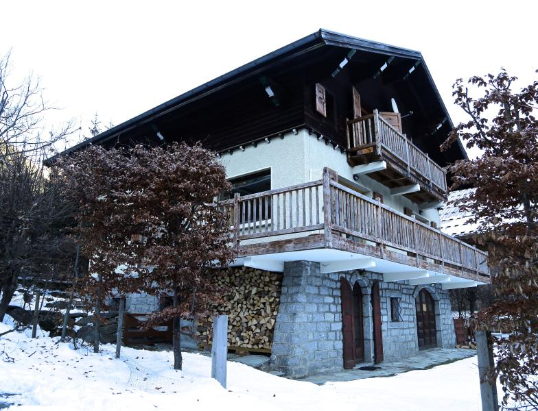 Popular 5 bed chalet (sleeps 10) in desirable location with uninterrupted Mont Blanc views.