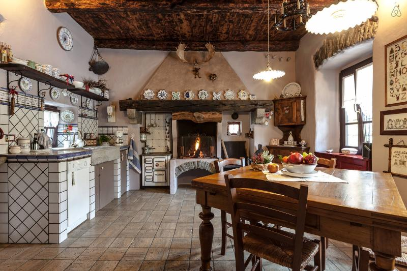 the characteristic kitchen with beautiful ceramic review