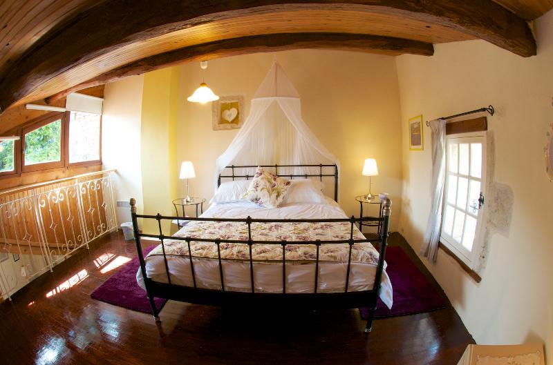 Airy bedroom (fisheye view)