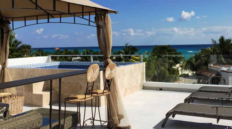 75 steps to Beach-Newly Remodeled Luxury Home, location de vacances à Playa del Carmen