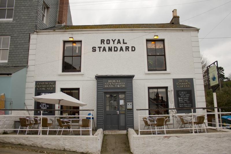 Flushing has 2 great pubs and a quayside cafe / bistro