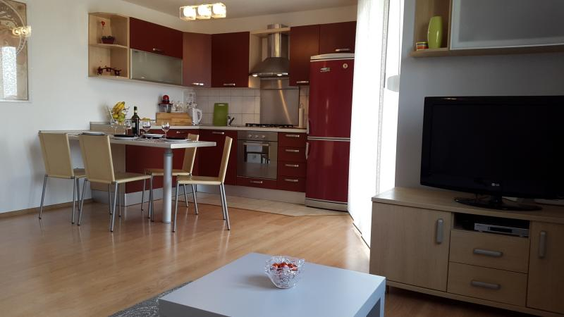 Modern 4* apartment in Peroj near Pula-Fazana and Brioni, vacation rental in Fazana