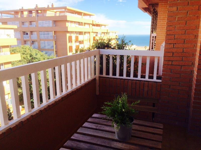 BALCONY WITH NICE SEA-VIEWS. ACCES TO THE DININROOM