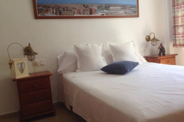 PRINCIPAL BEDROOM WITH PRIVATE BATH AND WARDROBE
