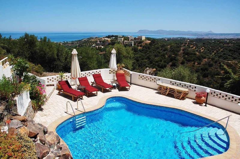Villa Hannah - piscine et vue mer