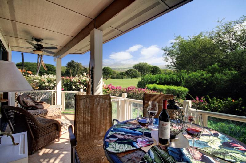 Enjoy your breakfast on this huge double size lanai with spectacular views!
