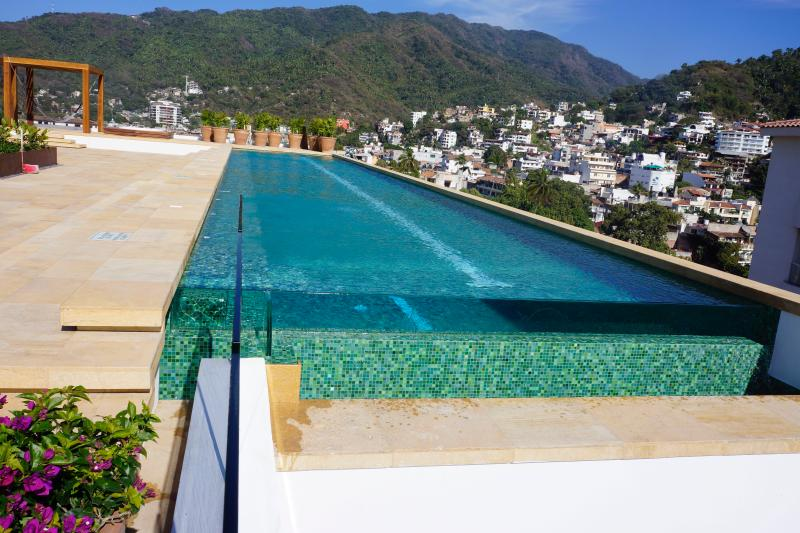 ROOF TOP TERRACE WITH BEAUTIFUL HEATED SWIMMING POOL