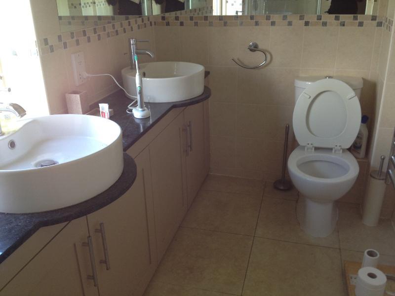 salle de bains à la Chambre des maîtres