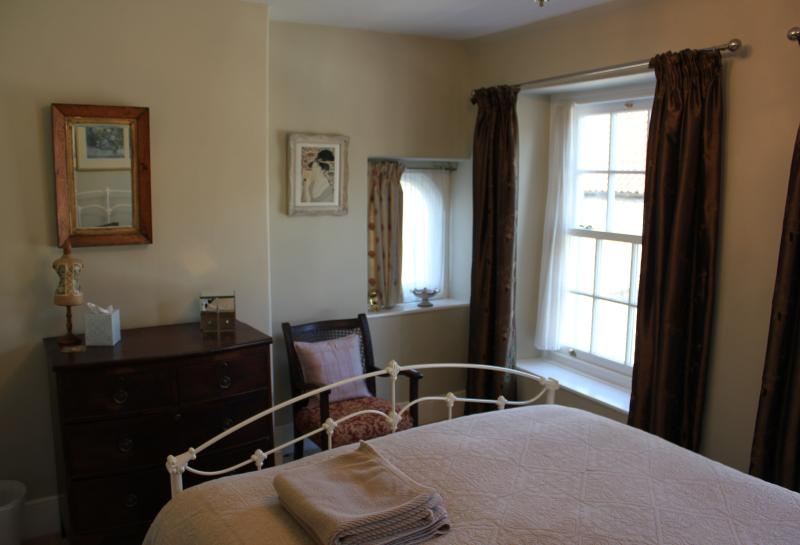 Main, double bedroom with kingsize bed