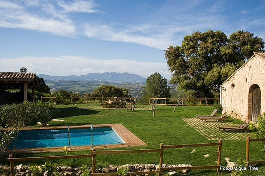 Masia with a Spectacular View of the Montserrat mountains, vineyards of the best cavas and wines of