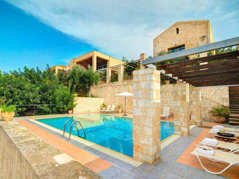 Athina Apokoron Luxury Villas, vacation rental in Gavalohori