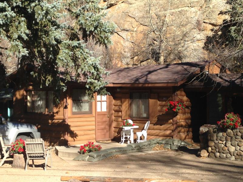 Redemption Cabin is quintessential Estes Park.  Private.  Convenient.  Amazing.
