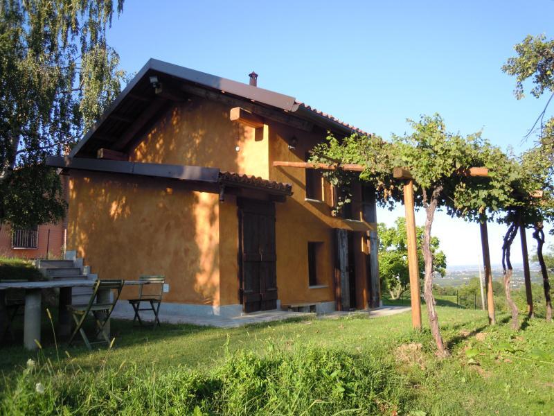 Casetta nella vigna 'il Ciabutin', Pinerolo, vacation rental in Prarostino