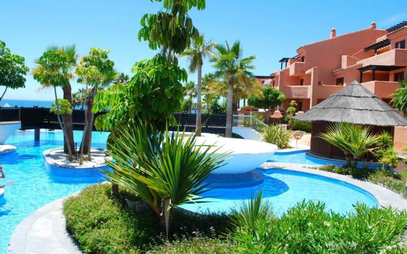 Aparthotel Marazul, location de vacances à Estepona