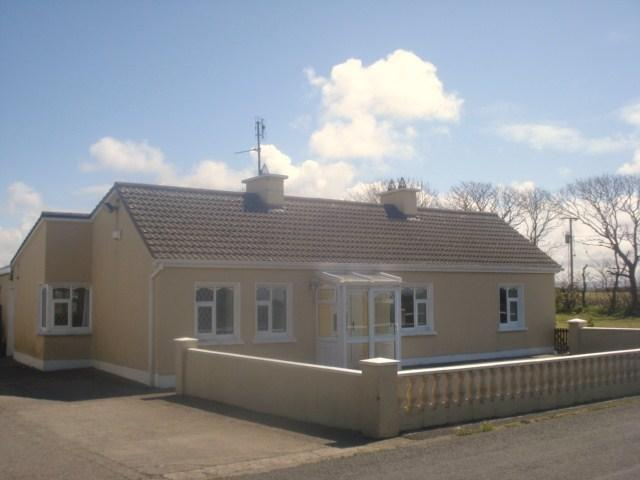 Gibson's Cross Holiday Accommodation 4 Bedroom House with Large Garden and Patio, holiday rental in Enniscrone