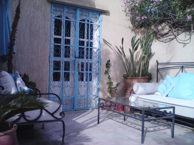 La terraza jardín, estupendo para una barbacoa, refrigeración o cócteles