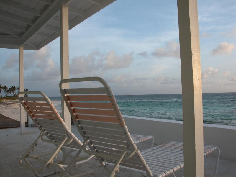 Two Dunes - Secluded beach at your door, holiday rental in North Palmetto Point