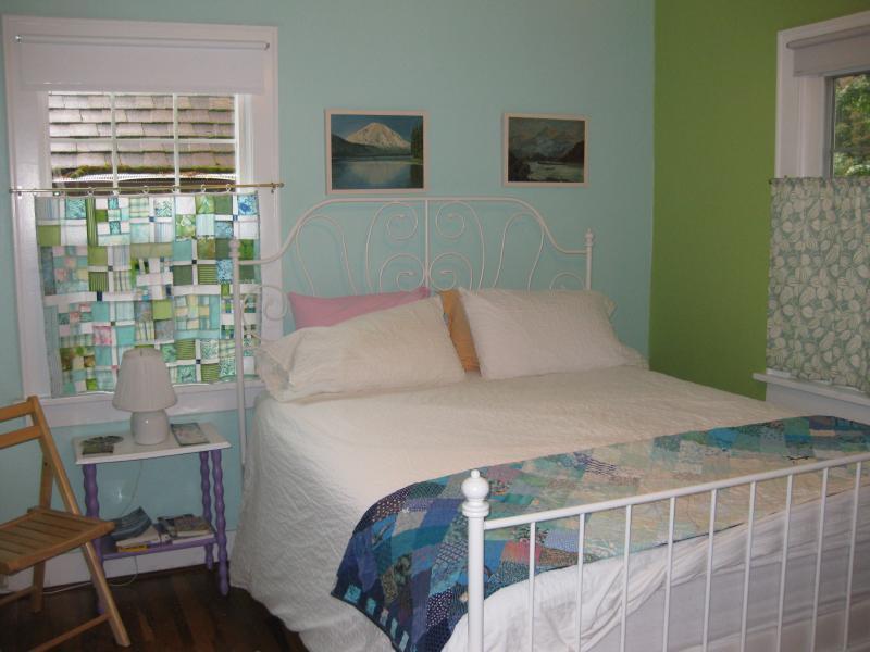 Huéspedes habitación cama matrimonial