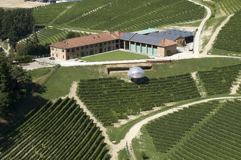 Langa Region - Barolo, Barbaresco wine and Truffle ... and more ( 30' drive )
