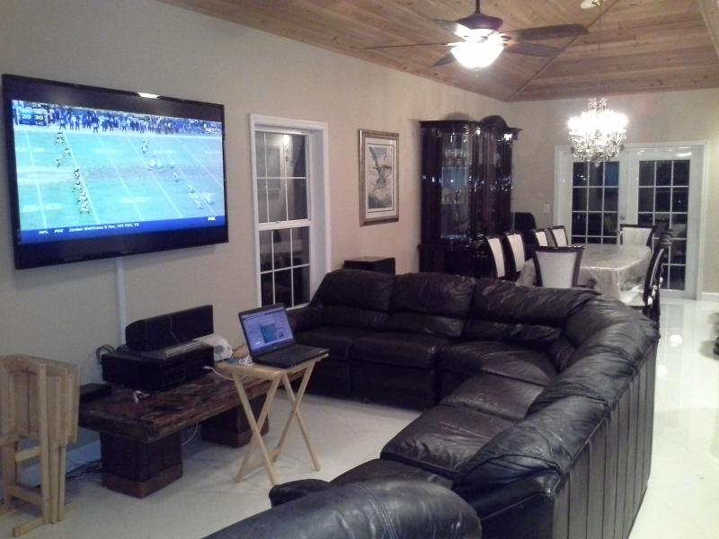 Beautiful living room and dinning room with 70' flat screen Satellite TV and and surround sound.