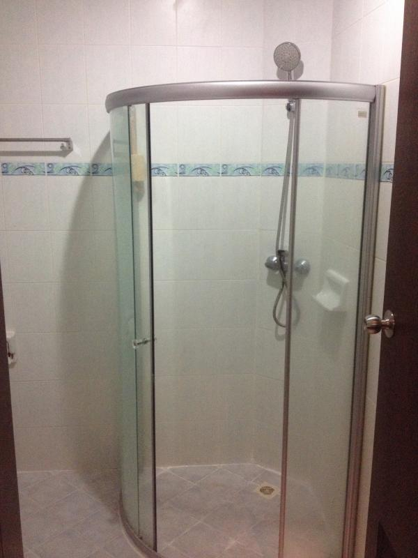 Each shower is fitted with fast hot water device and pressure massage head